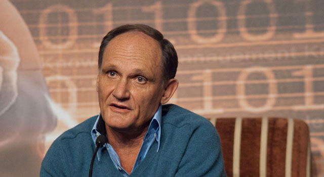 Alan Knott-Craig has accused Vodacom and MTN of discriminatory pricing