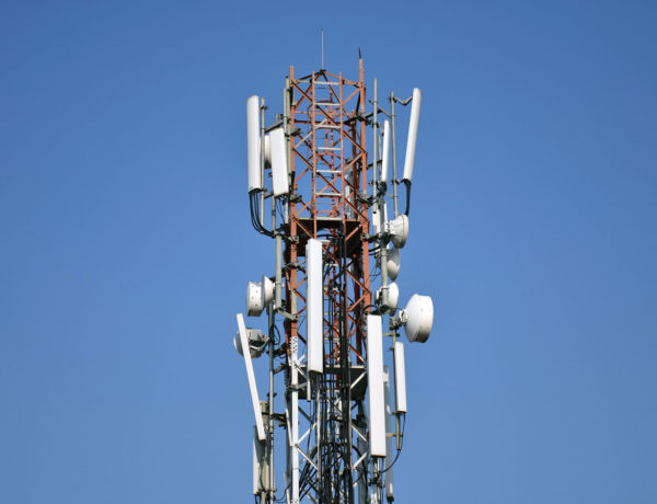 Commission urged to open mobile operators' networks to ISPs